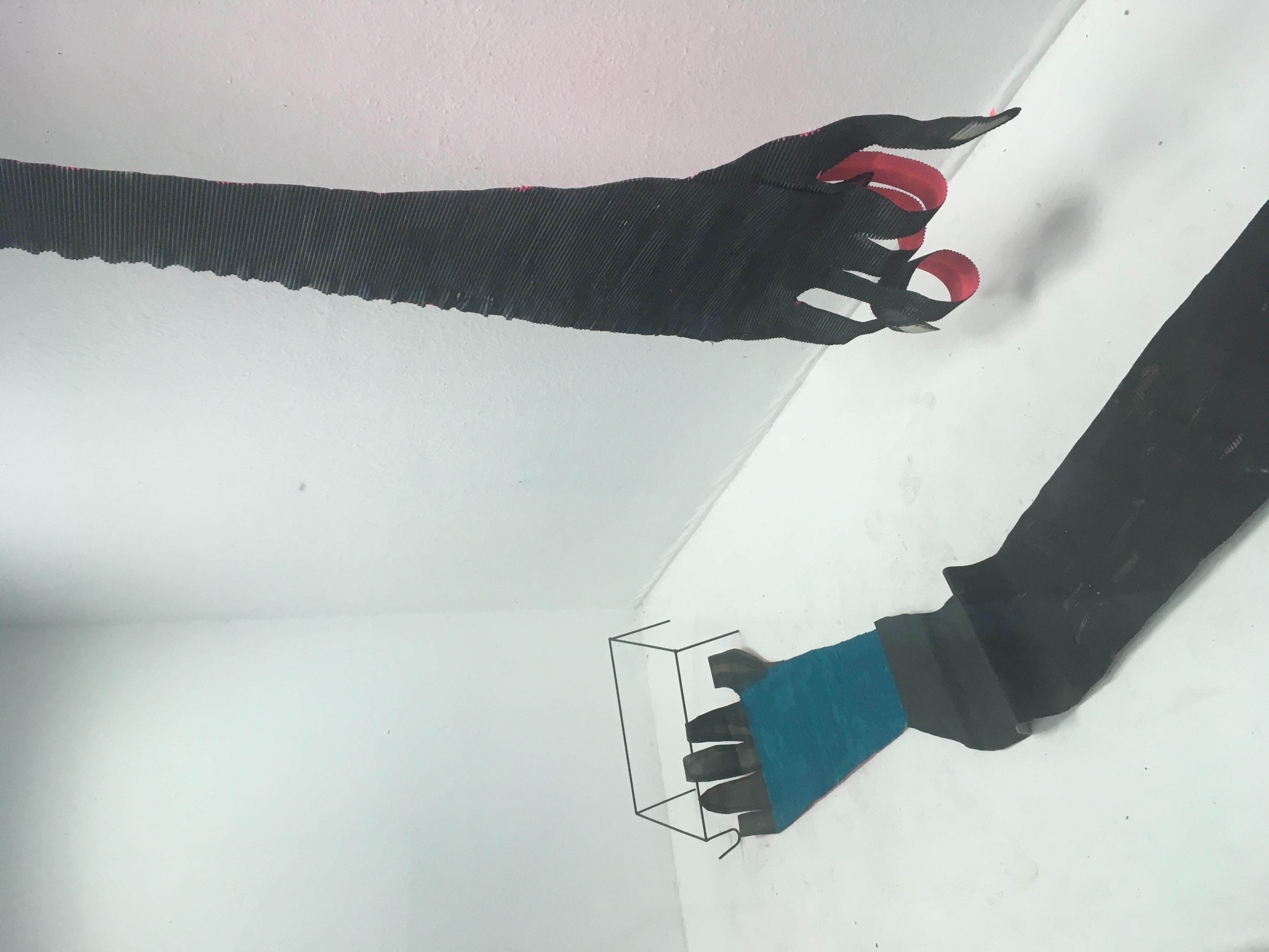 Die Welt ist neuerdings laut/2020/ Installation mit Papier und Eisen /480x100cm
